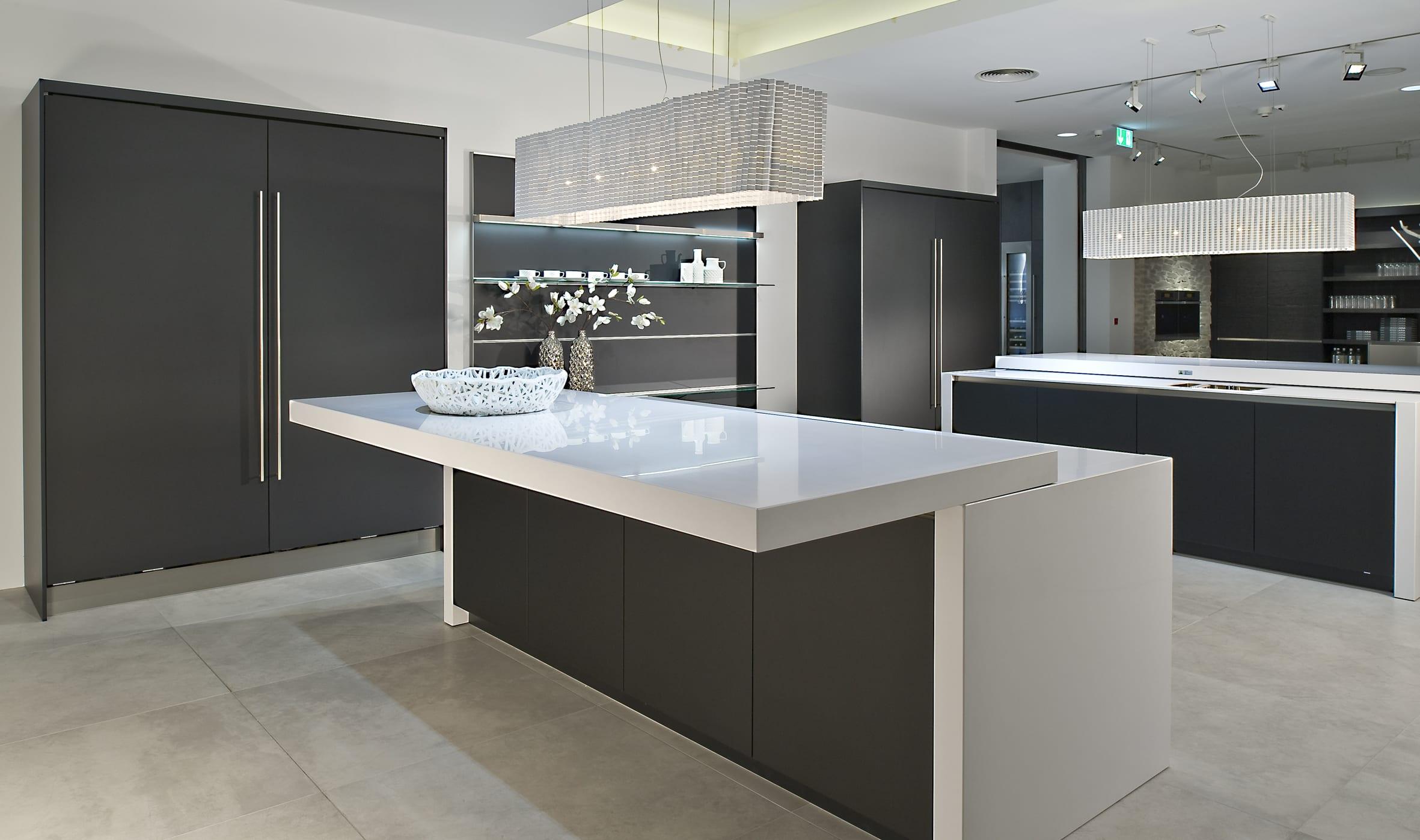 47 AV5095GL schwarz - Haus12, Newcastle